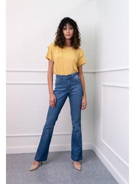 Calça Boot Cut em Jeans Lisa
