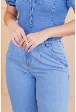 Calça Slouchy em Jeans Azul Claro com Pregas e Bolso
