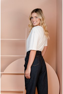 Calça Slouchy em Jeans com Pregas e Bolso