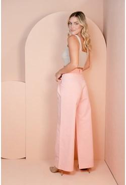 Calça Wide Leg em Sarja Rosa com Pregas