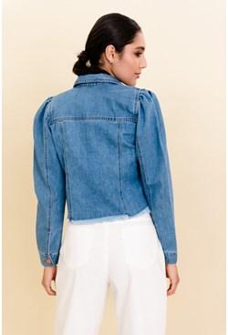 Jaqueta Jeans Lisa Azul Claro com Manga Bufante e Barra Desfiada