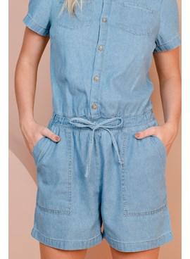 Macacão Curto Jeans com Bolsos e Manga Curta