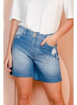 Shorts jeans meia coxa cintura alta e puídos